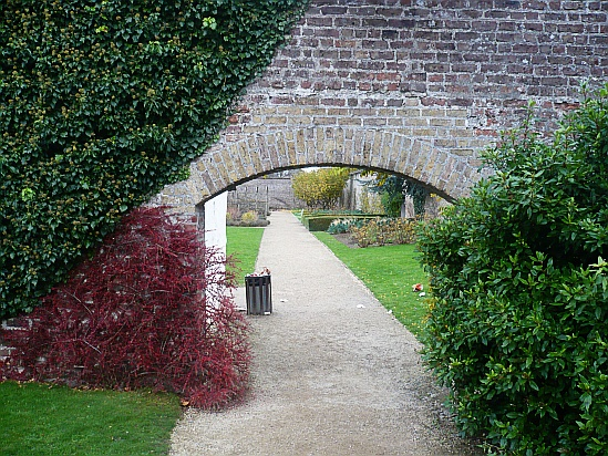 Arch in wall - Public Domain Photograph