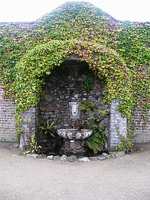 Garden water feature - Public Domain Photograph