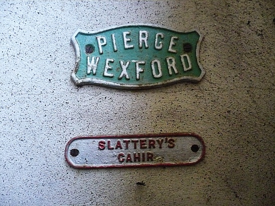 Metal signs wexford cahir - Public Domain Photograph