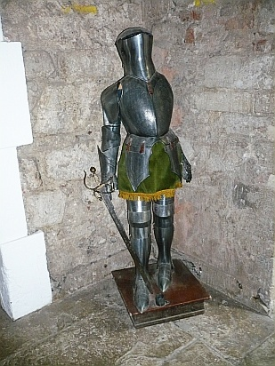 Suit of armour - Public Domain Photograph